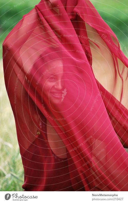 die andere Seite des Mondes Mensch Natur Jugendliche rot Freude feminin Bewegung Glück Luft Zufriedenheit Tanzen Erwachsene Beautyfotografie Fröhlichkeit