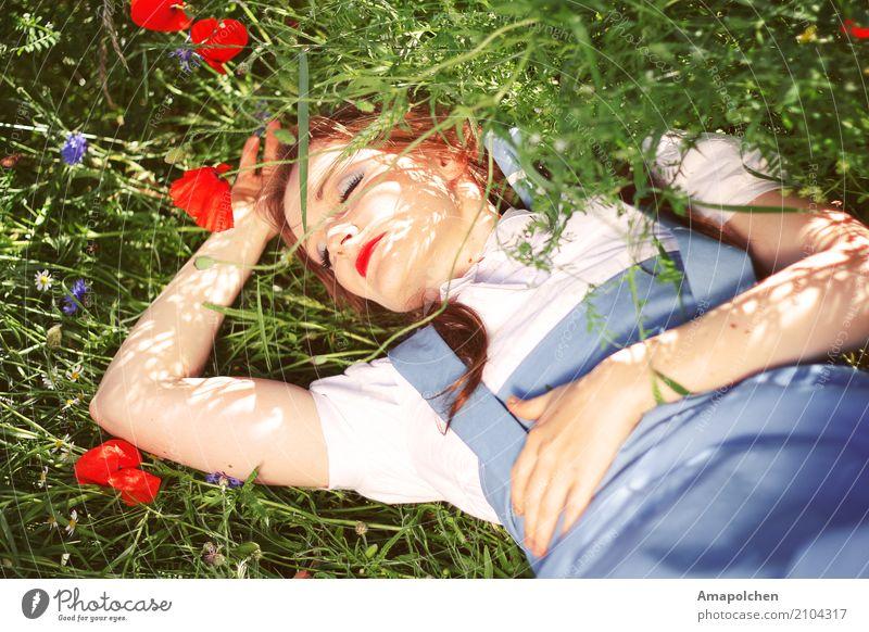 ::17-19:: Natur Ferien & Urlaub & Reisen Jugendliche Junge Frau Sommer Gesunde Ernährung Blume Berge u. Gebirge Umwelt Blüte Wiese Gesundheit feminin Gras