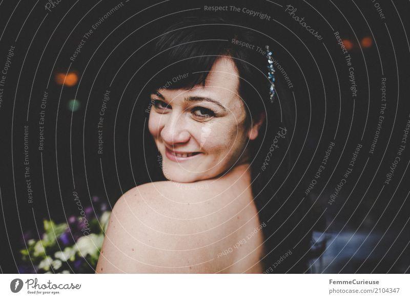 Love is in the air (10) Mensch Frau Jugendliche Junge Frau schön 18-30 Jahre Erwachsene feminin Glück Zufriedenheit Rücken Lächeln Hochzeit Körperhaltung