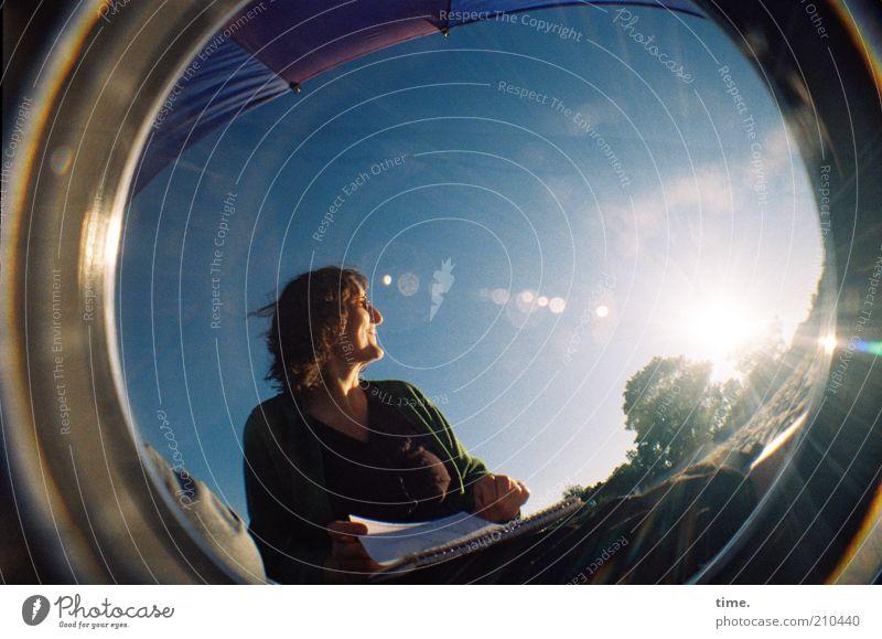 Frollein S. begrüßt ihren Urlaub schön Ferien & Urlaub & Reisen Sommer Mensch feminin Frau Erwachsene Himmel Wolken zeichnen sitzen frisch hell blau Objektiv