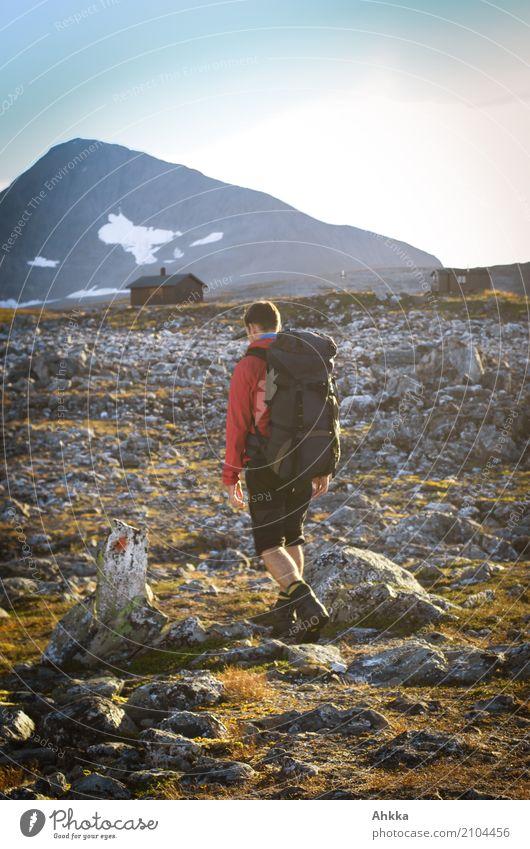Ziel in Sicht Ferien & Urlaub & Reisen Jugendliche Junger Mann Landschaft Einsamkeit ruhig Berge u. Gebirge Wege & Pfade Stein Felsen wandern