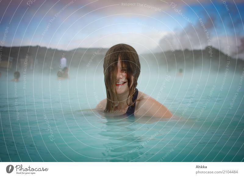Junge Frau badet in der Blauen Lagune schön Wellness harmonisch Wohlgefühl Zufriedenheit Sinnesorgane Erholung ruhig Spa Dampfbad Whirlpool Schwimmen & Baden