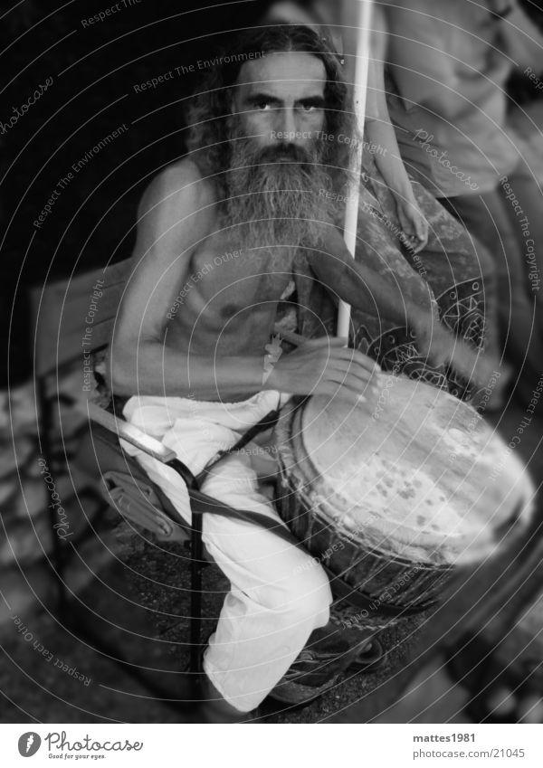 Drummer Mann grau Bart Trommel Schlagzeuger