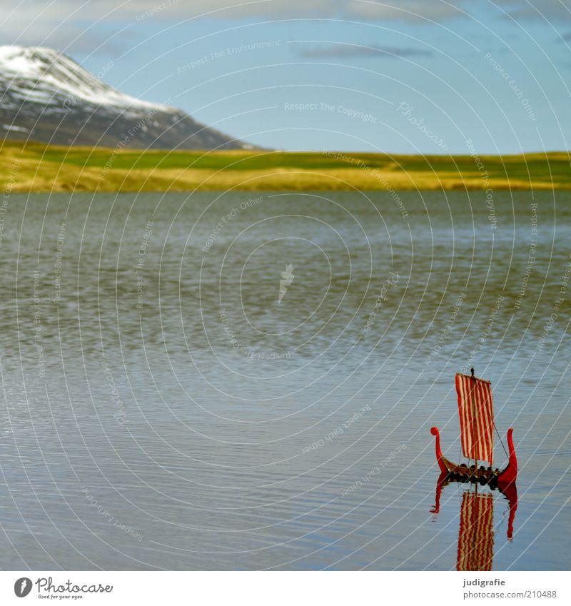 Island Natur Wasser Himmel rot Ferien & Urlaub & Reisen Einsamkeit Ferne Wiese Berge u. Gebirge See Landschaft Wasserfahrzeug Stimmung Umwelt Felsen Abenteuer