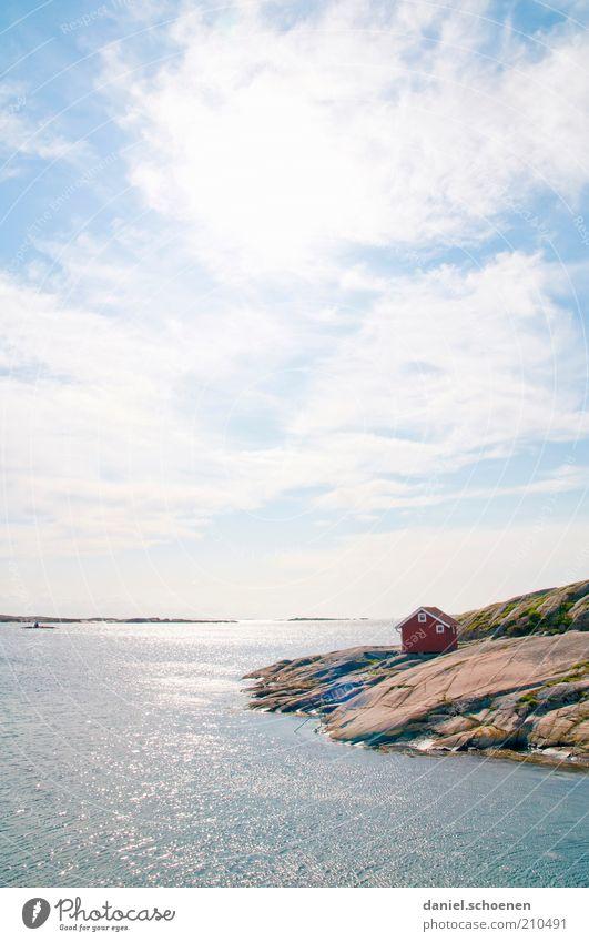 Haus am See, Orangenblätter und so ... Himmel weiß Sonne Meer blau Sommer Ferien & Urlaub & Reisen ruhig Wolken Freiheit Landschaft hell Küste Wellen Wetter