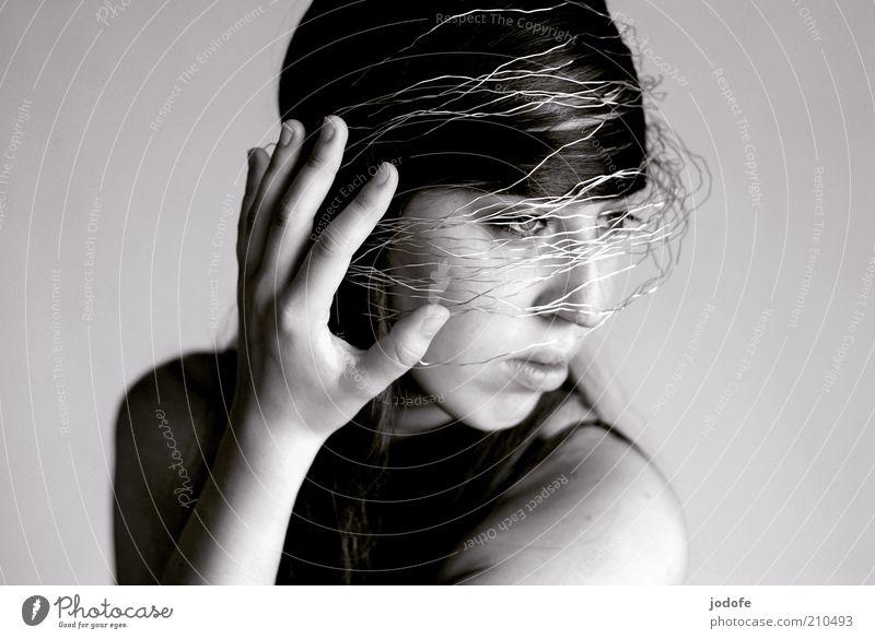 das Ufo ist gelandet Frau Mensch Hand Jugendliche schön Gesicht feminin Stil Kopf Mode Erwachsene verrückt Schutz einzigartig