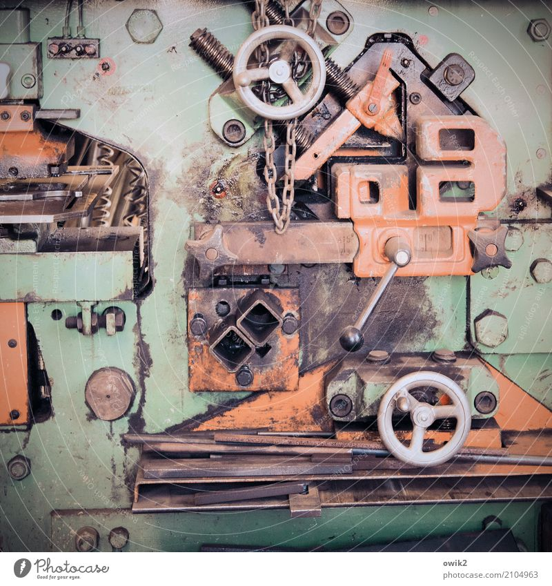 Hardware Arbeitsplatz Werkzeug Maschine Metall alt fest stark Verantwortung Rechtschaffenheit fleißig diszipliniert Genauigkeit kompetent komplex Kontrolle