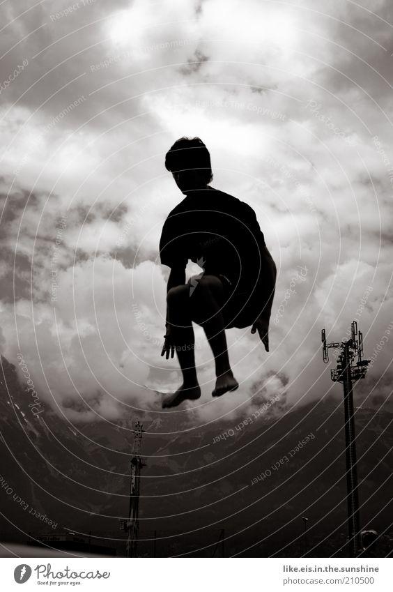 jump! Freizeit & Hobby Spielen springen Trampolin Hockstellung maskulin Junger Mann Jugendliche Umwelt Wolken Alpen Berge u. Gebirge kurzhaarig toben