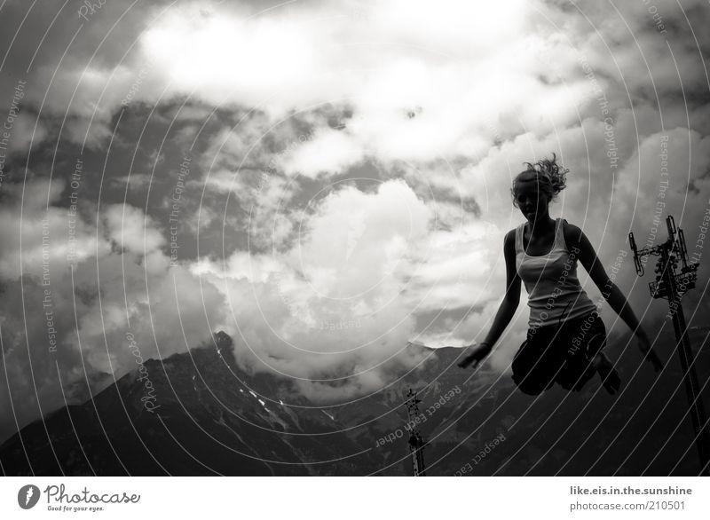 jump! (II) Leben Freizeit & Hobby Spielen Trampolin springen hüpfen hockend feminin Junge Frau Jugendliche Natur Wolken Sommer Alpen Berge u. Gebirge T-Shirt