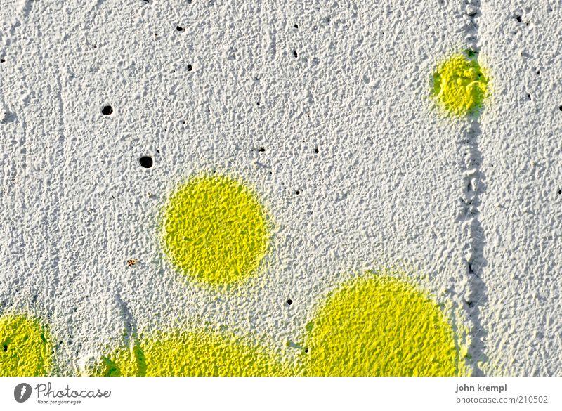 scrambled eggs Haus Mauer Wand Freundlichkeit positiv rund trashig gelb weiß Glück Leben Freude Graffiti porös Beton Putz Farbstoff Farbe Farbfoto
