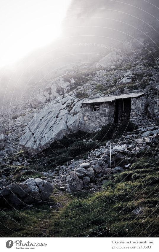 5-Sterne-Klo mit Aussicht Umwelt Natur Urelemente Sommer Herbst Wetter schlechtes Wetter Nebel Sträucher Felsen Alpen Berge u. Gebirge Hütte Toilette Berghütte