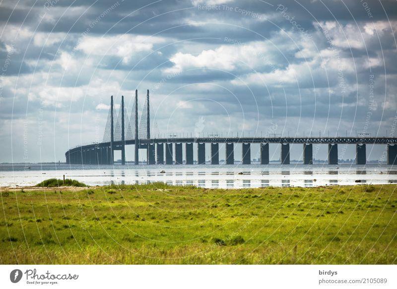 Öresundbrücke bei Malmö Wolken Sommer Wiese Küste Ostsee Schweden Brücke Sehenswürdigkeit Oeresund Brücke Verkehr Verkehrswege ästhetisch gigantisch
