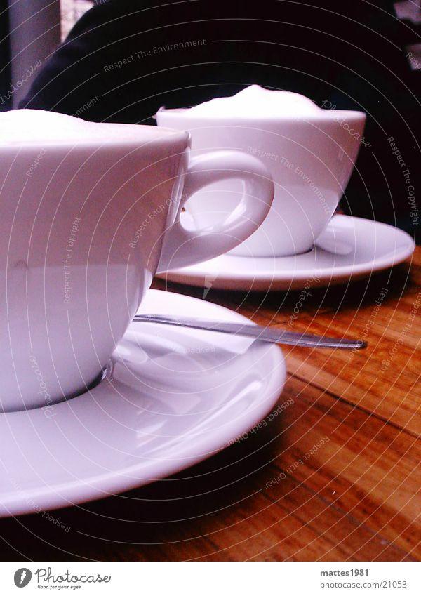 Zuhörer - Kaffee Schaum Zucker Tisch sprechen Freundschaft Wiesbaden schwarz weiß gemütlich ruhig Erholung Rede tratschen trinken Café Latte Macchiato Sitzung
