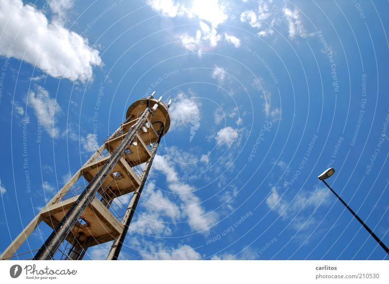 Zuneigung Telekommunikation Himmel Wolken Sonne Sommer Schönes Wetter Turm Bauwerk Antenne eckig groß hoch blau Laterne Sender Konstruktion Plattform Mallorca