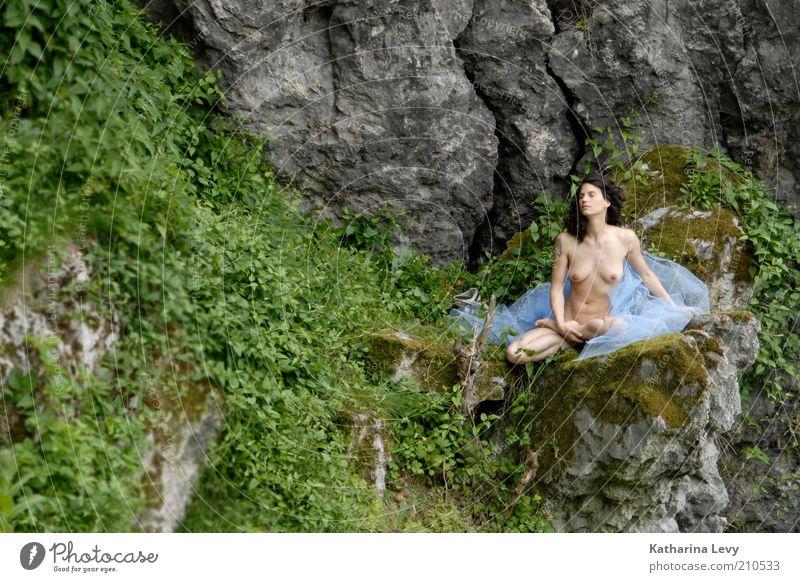 cocon feminin Frau Erwachsene 1 Mensch 30-45 Jahre Natur Landschaft Frühling Sommer Felsen Berge u. Gebirge brünett ästhetisch Zufriedenheit Einsamkeit Erholung