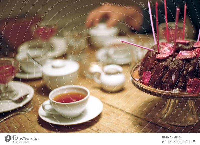 Geburtstagskuchen ruhig Feste & Feiern Zusammensein Zufriedenheit Ernährung Lebensmittel authentisch Dekoration & Verzierung Häusliches Leben Getränk süß