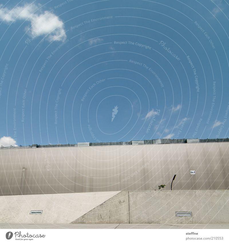 futur I Himmel Wolken Architektur Beton Fassade modern Zukunft Schönes Wetter Betonwand Bildaufbau Betonmauer Moderne Architektur Betonbauweise