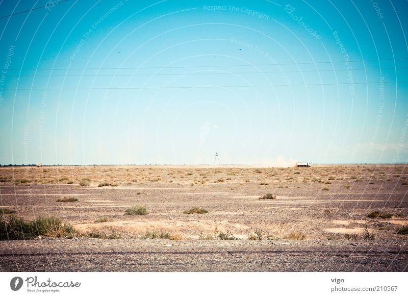 Steppe Landschaft Wolkenloser Himmel Dürre Kasachstan Menschenleer Lastwagen Unendlichkeit Horizont Niergendwo Farbfoto Außenaufnahme Tag Ferne trist