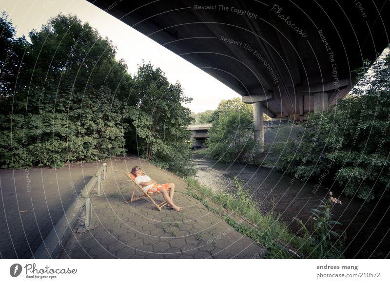 This is where I live | No. 006 Junger Mann Jugendliche Sommer Bach Brücke Leitplanke Badehose Sonnenbrille Liegestuhl Erholung genießen liegen träumen