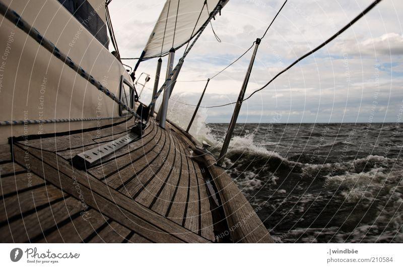 Kurs auf 54° 35' N, 13° 37' O Natur Wasser Meer Sommer Ferien & Urlaub & Reisen Wolken Ferne Erholung Freiheit Holz Zufriedenheit Wellen Wind Wetter frei