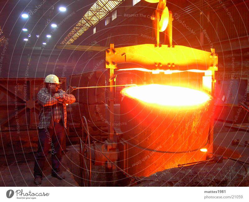 Arbeit Arbeit & Erwerbstätigkeit Gießerei Physik glühen heiß Arbeiter Heizkörper Glut Industrie Regen Wärme Sonne steam Wasserdampf