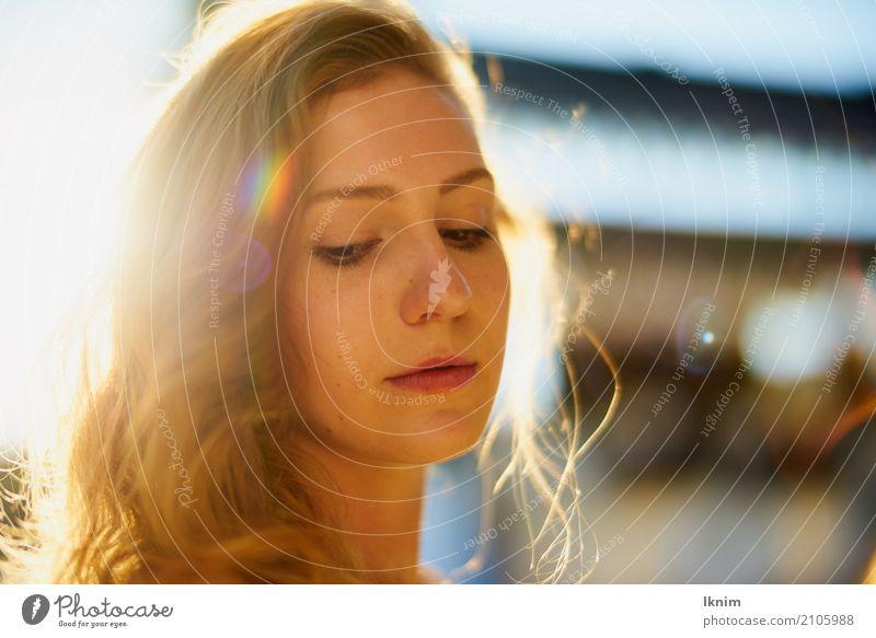 Sommertraum Mensch Frau Ferien & Urlaub & Reisen Jugendliche Junge Frau schön Sonne Einsamkeit 18-30 Jahre Erwachsene Leben Lifestyle Traurigkeit feminin