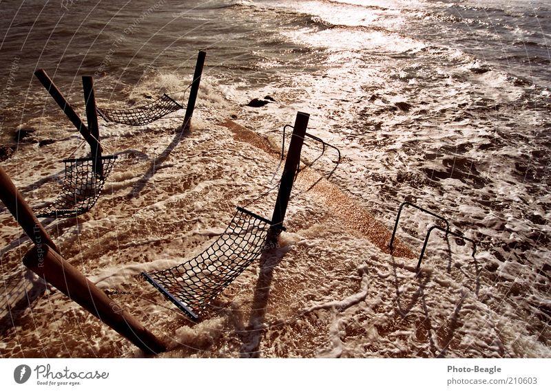 Lauschiges Plätzchen I Wasser Meer See Wellen Wind Steg Ostsee spritzen Brandung Gischt Holzpfahl Hängematte Meerwasser Kellenhusen