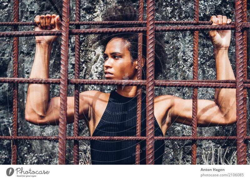Alle Macht den Menschen! Jugendliche Junge Frau Stadt 18-30 Jahre Erwachsene Gesundheit Freiheit Kraft Fitness Schutz stark sportlich Mut selbstbewußt Locken