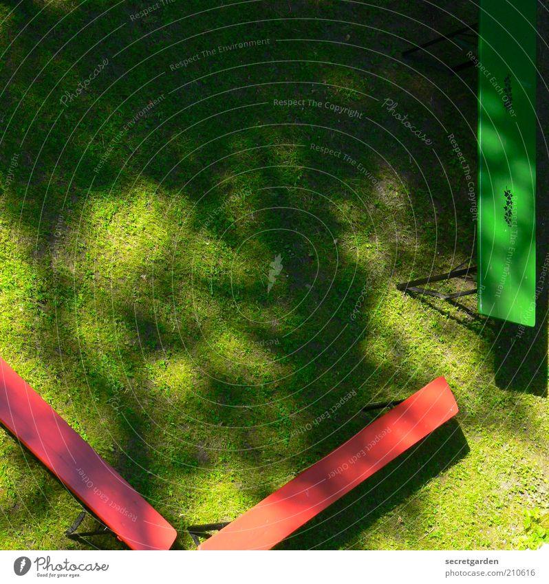 ein grillabend aus der sicht eines vogels. Ferien & Urlaub & Reisen Pflanze grün Sommer rot Frühling Wiese Gras Garten Feste & Feiern Park Perspektive leer warten Bank Camping