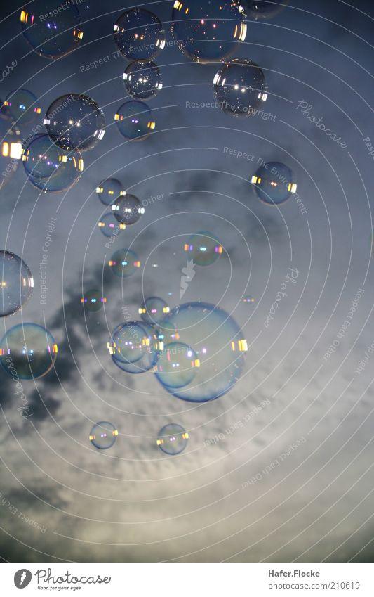 Outdoor-Badewanne Himmel weiß blau ruhig schwarz Wolken Luft glänzend fliegen nass rund weich Kugel leicht Seifenblase