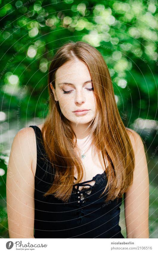 Montags Portrait 123 schön Haut Gesicht Wohlgefühl Sinnesorgane Erholung Duft Sommer feminin Junge Frau Jugendliche Mensch 18-30 Jahre Erwachsene Natur Park