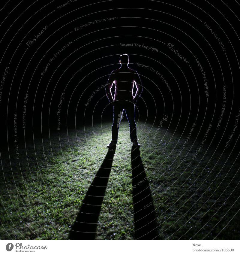 Top Bottom of the World maskulin Mann Erwachsene 1 Mensch Wiese beobachten Blick stehen warten ästhetisch außergewöhnlich Unendlichkeit gruselig kalt