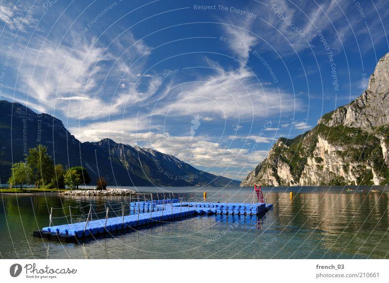Als ob man da baden könnte Wasser Himmel Sonne blau Sommer Ferien & Urlaub & Reisen ruhig Wolken Ferne Erholung Berge u. Gebirge Freiheit See Insel Reisefotografie Italien