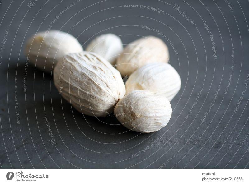 aus Steinen, die einem in den Weg gelegt werden weiß grau hell Frucht mehrere trocken Symbole & Metaphern getrocknet angeordnet Hülsenfrüchte Trockenfrüchte