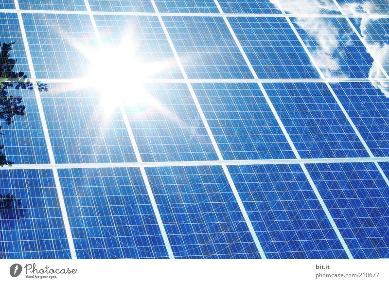 Südbaden - von der Sonne verwöhnt Natur blau Wolken Kraft Energie Energiewirtschaft Elektrizität Zukunft Technik & Technologie Dach Sonnenenergie Geometrie