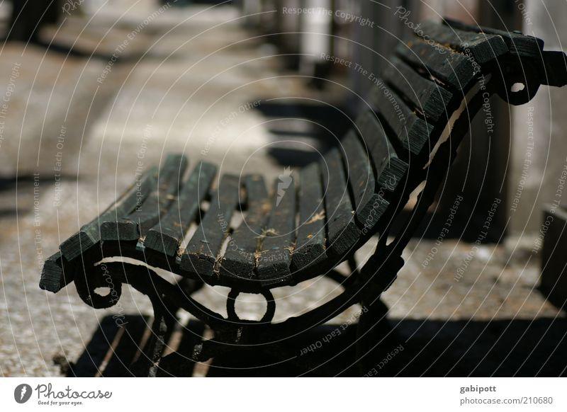 ausruhen alt ruhig schwarz Metall leer retro Bank Wandel & Veränderung Vergänglichkeit Vergangenheit Nostalgie Eisen Lissabon friedlich Parkbank