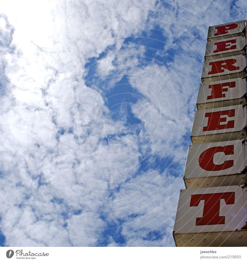 Passt. schön Himmel blau Sommer Wolken Leben Zufriedenheit Wetter Schilder & Markierungen Schriftzeichen Klima gut Kreativität Typographie aufwärts Idee