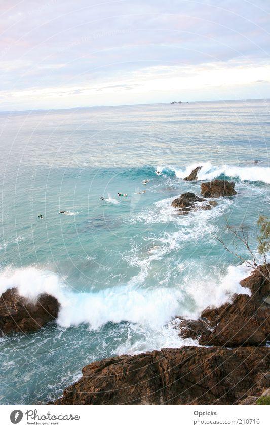 wellenspiel Mensch Wasser Meer Strand Wolken Küste Sand Stein Menschengruppe Erde Wellen Zufriedenheit Schwimmen & Baden Felsen Insel Bucht