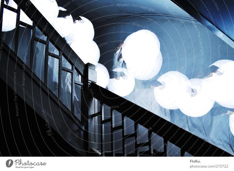 Ich gehe mit meiner Laterne... Treppe ästhetisch außergewöhnlich dunkel gruselig hell blau schwarz weiß träumen Angst Unglaube verstört bizarr skurril