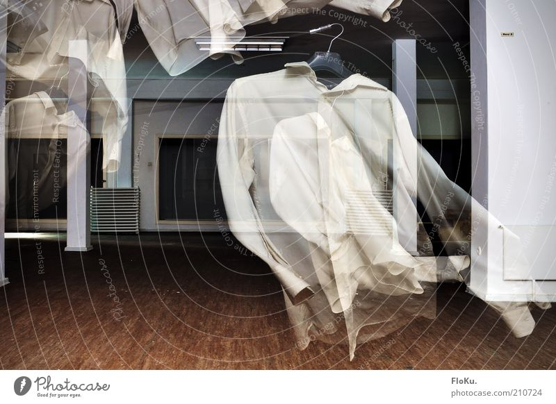 Die Geister die ich wusch Bekleidung Hemd Stoff außergewöhnlich gruselig verrückt braun schwarz weiß Angst Unglaube verstört bizarr Surrealismus