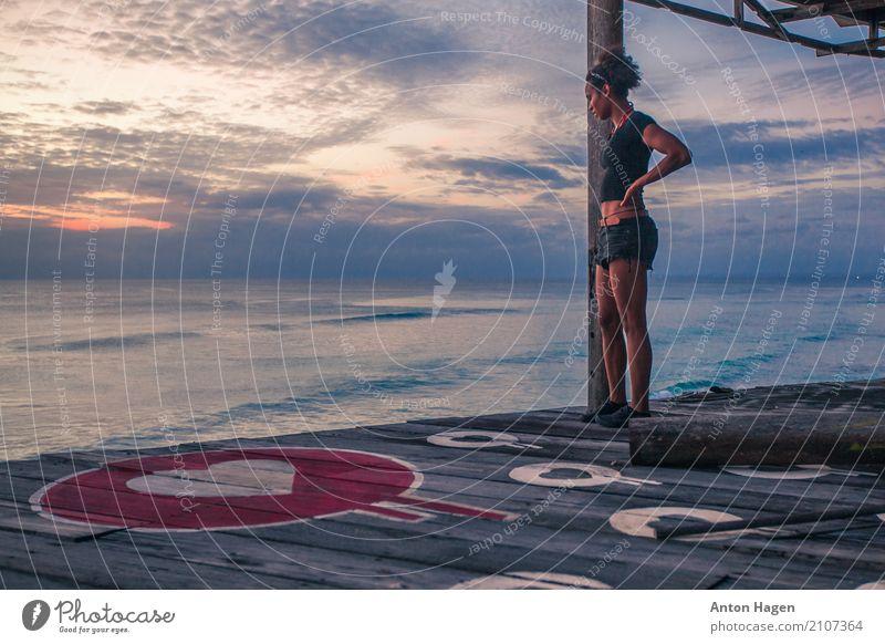 Liebe zum Ozean Mensch Ferien & Urlaub & Reisen Jugendliche Junge Frau Sommer Meer Erholung Wolken 18-30 Jahre Erwachsene Graffiti feminin Stil Kunst Horizont