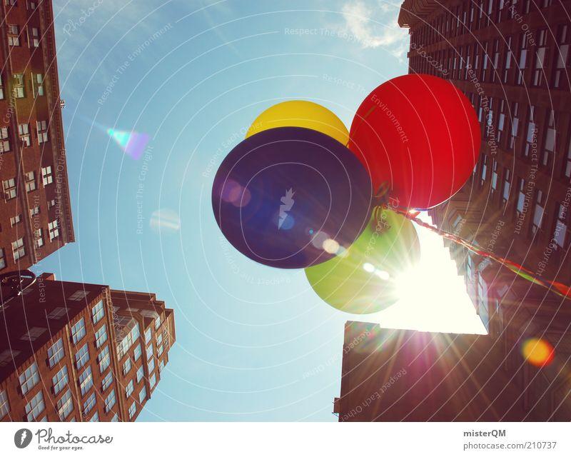 Baloon Tycoon. Himmel blau grün Stadt rot Sommer Freude gelb Wärme Luft Feste & Feiern Zufriedenheit Hochhaus ästhetisch Luftballon heiß