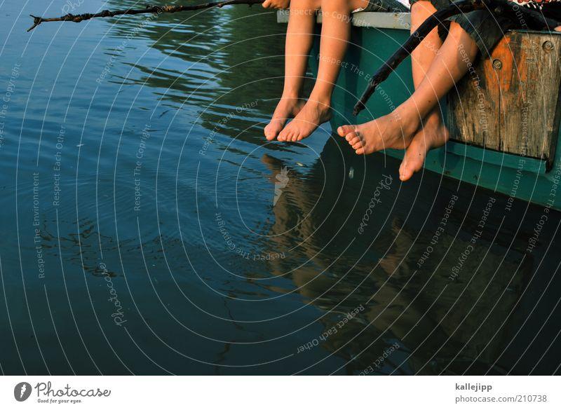 ferien Mensch Natur Wasser Mädchen Sommer Freude Erholung Leben Spielen Umwelt Glück Küste Stimmung Beine Fuß Familie & Verwandtschaft