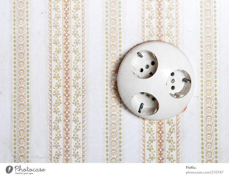Saft³ alt weiß Wand Mauer rosa Energiewirtschaft Elektrizität Dekoration & Verzierung Wandel & Veränderung Streifen rund retro Technik & Technologie Kunststoff