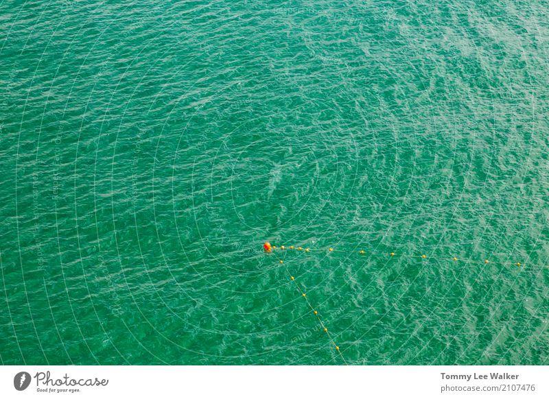 in dem Punkt Ferien & Urlaub & Reisen blau Sommer Meer Einsamkeit Leben See träumen Zufriedenheit Wellen Beginn einzigartig Idee bedrohlich Schutz Sicherheit