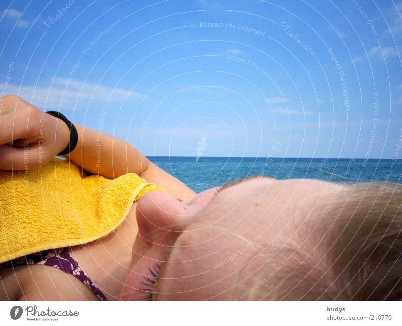 Relax Erholung Sommer Sonnenbad Meer feminin Kopf Gesicht 1 Mensch Wasser Himmel Horizont Sonnenlicht Bikini blond genießen träumen heiß schön blau gelb