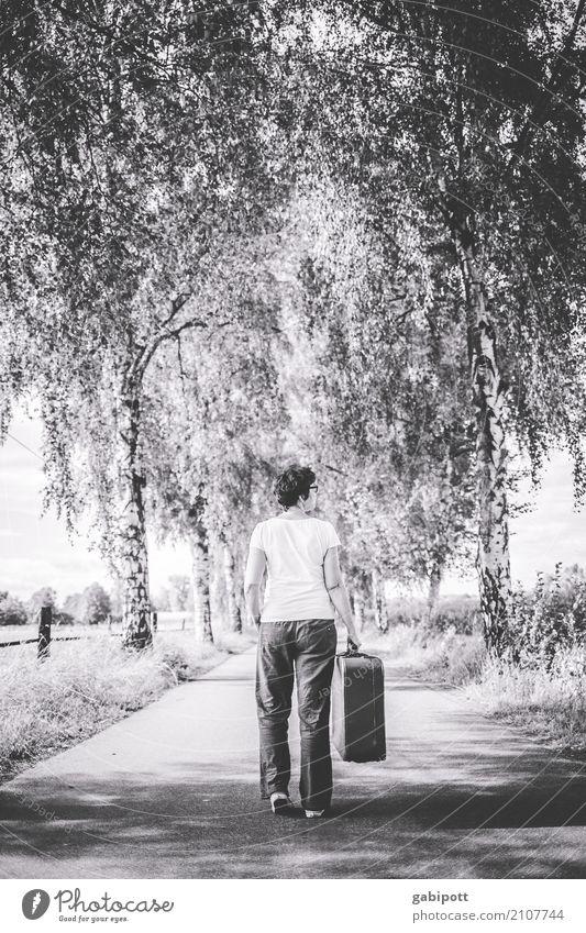 Noch 2! Mensch Frau Erwachsene Leben 1 Wege & Pfade Bewegung laufen wandern Fernweh Lebensfreude Leichtigkeit Mobilität Natur Ferien & Urlaub & Reisen
