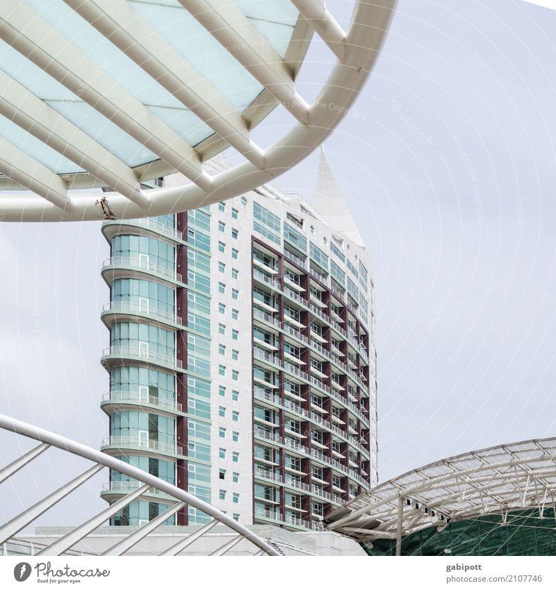 Lissabon Stadt Stadtzentrum Haus Hochhaus Bauwerk Gebäude Architektur Fassade modern Strukturen & Formen Linie Kurve Häusliches Leben Farbfoto Gedeckte Farben