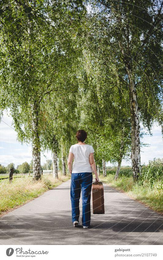 Nur noch 3 Tage! Ferien & Urlaub & Reisen Ausflug Abenteuer Ferne Freiheit feminin Frau Erwachsene Leben 1 Mensch Fußgänger Straße Wege & Pfade wandern