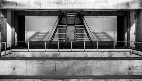 Lissabon Stadt Architektur Linie Verkehr Treppe Güterverkehr & Logistik graphisch Treppengeländer Verkehrswege Gleise U-Bahn Bahnhof Symmetrie Bahnsteig